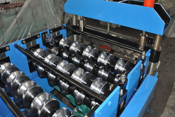 trapezoidal-roof-sheet-roll-forming-machine-2.jpg