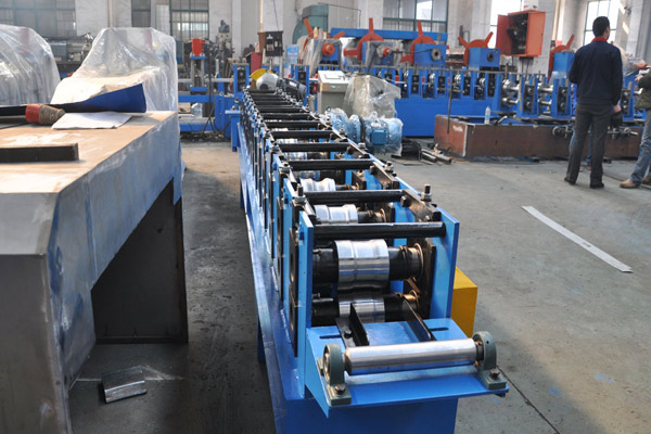 roller-shutter-door-roll-forming-machine-7.jpg