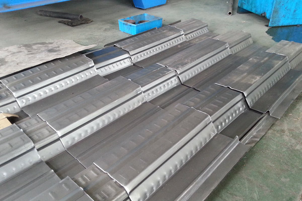 steel-deck-roll-forming-machine-3_1512109107.jpg